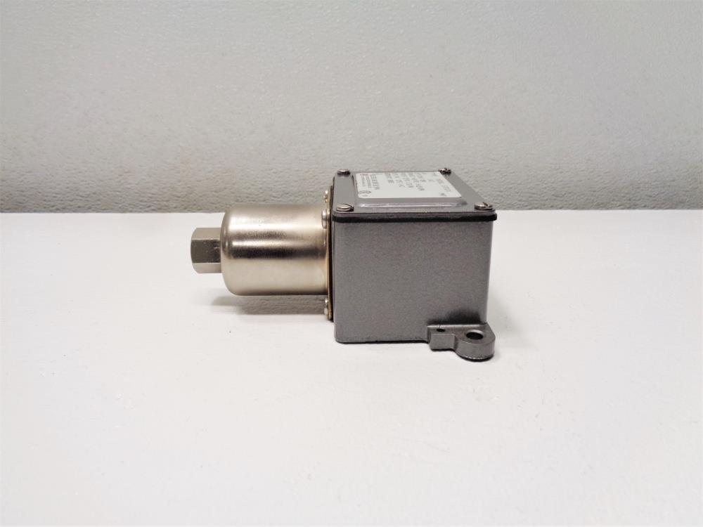 United Electric J6-142 Pressure Switch, Range 0-18 PSI, Proof 25 PSI