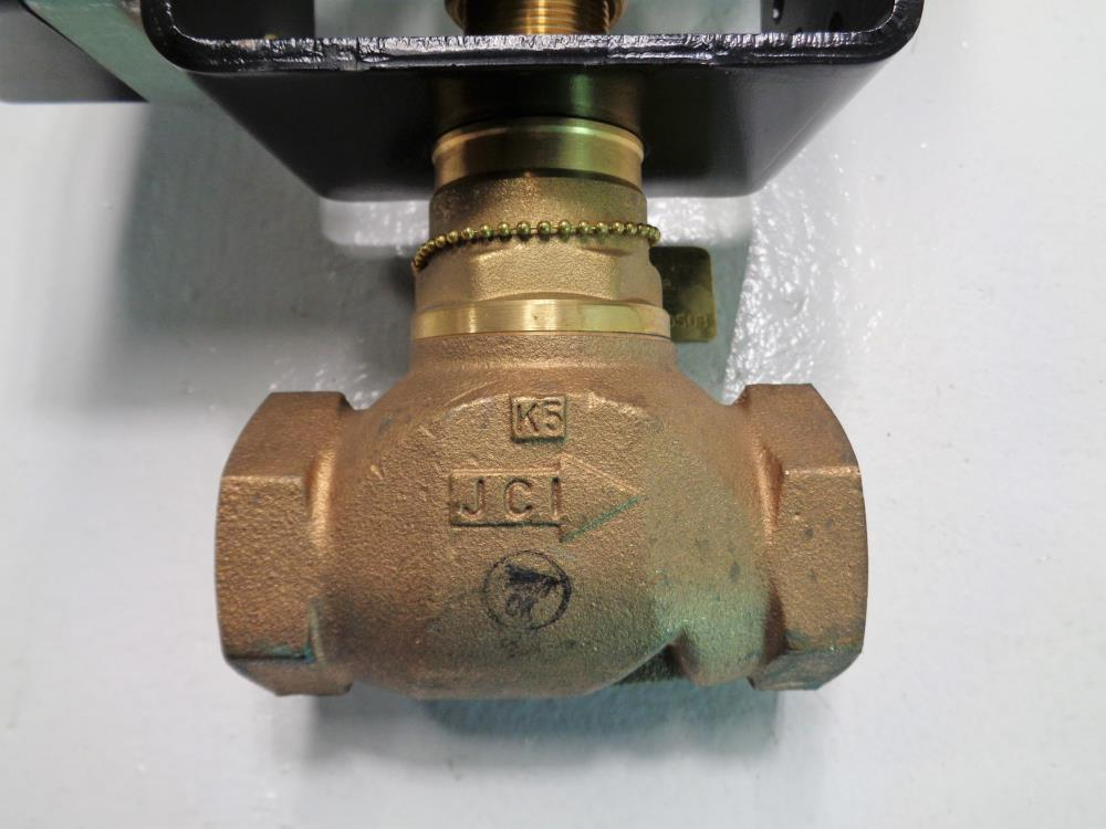 "Johnson Controls 1"" NPT Globe Valve VG7243NT+822C01 W/ Actuator #MP822C"