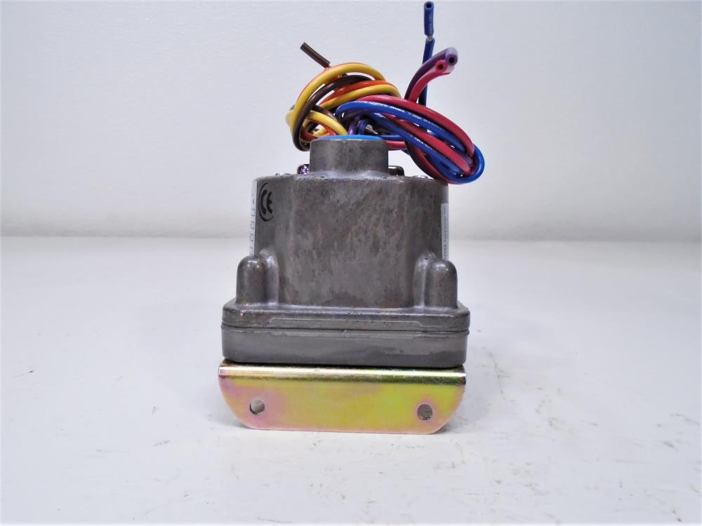 Barksdale D2H-H18SS Pressure or Vacuum Actuated Switch