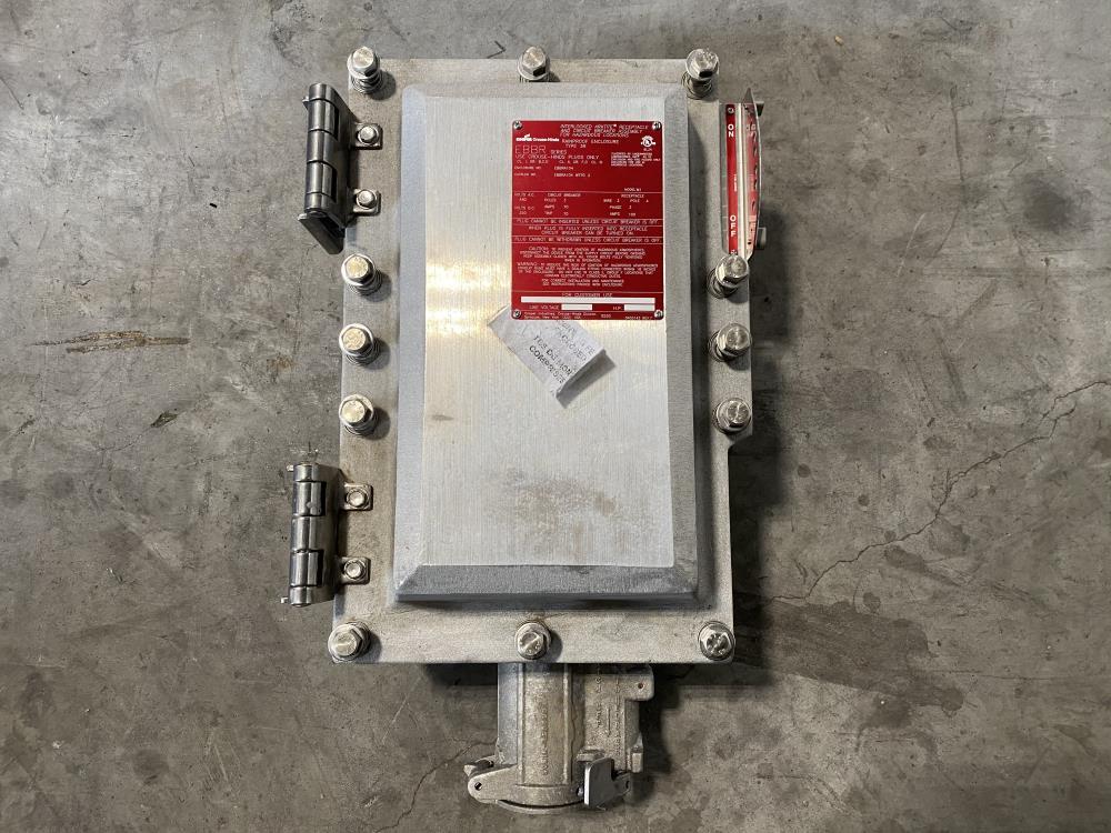 Cooper Arktite Receptacle 70A and 100A 3-Pole Circuit Breaker EBBRA104 WT70 3
