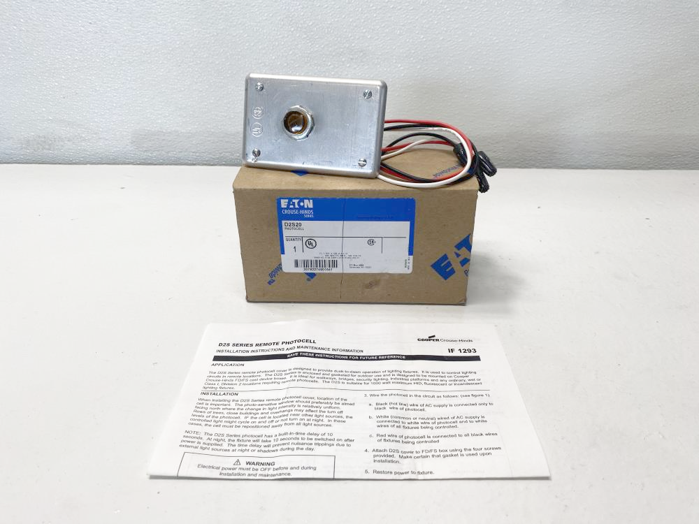 Eaton Crouse-Hinds D2S Series Photocell D2S20 W/ Thomas Research HLPC-120