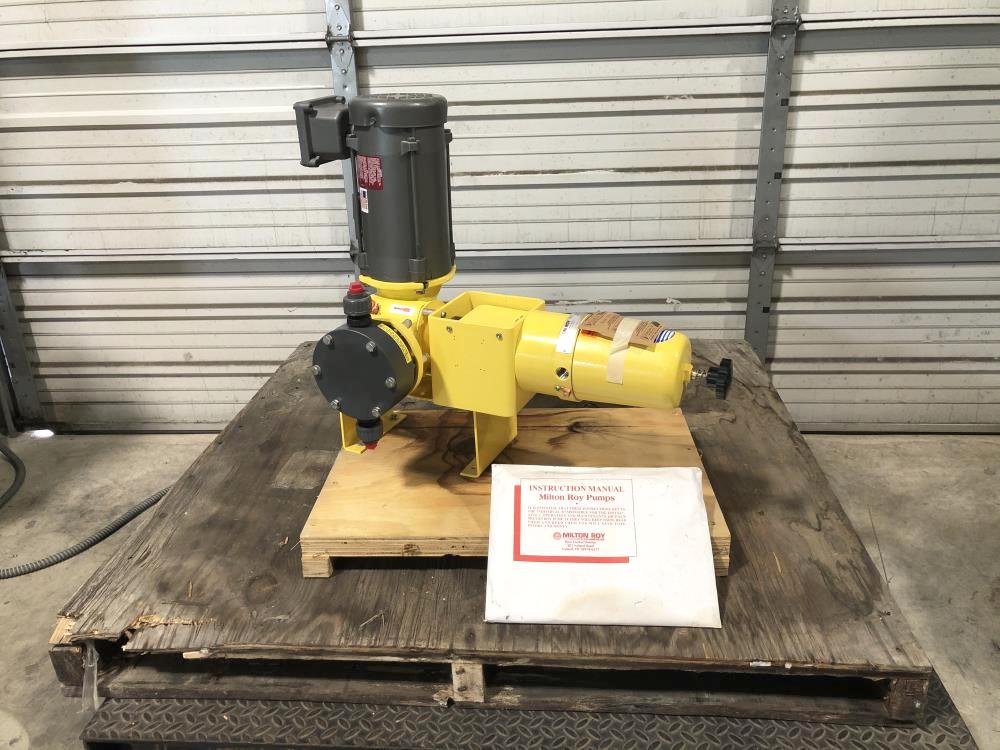 Milton Roy Metering Pump With Motor GPH 127, Model# D83XNPEAN1N
