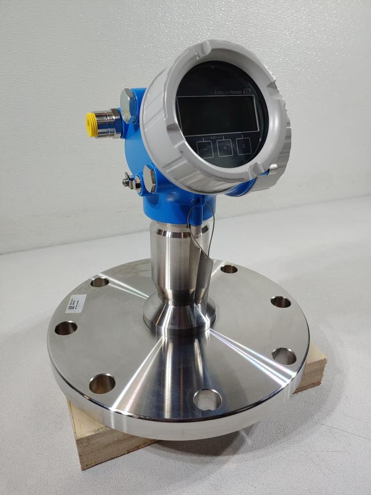 """Endress Hauser FMR62 6"""" 150# 316L Flanged Radar Level Transmitter FMR62-4AK9/0"""