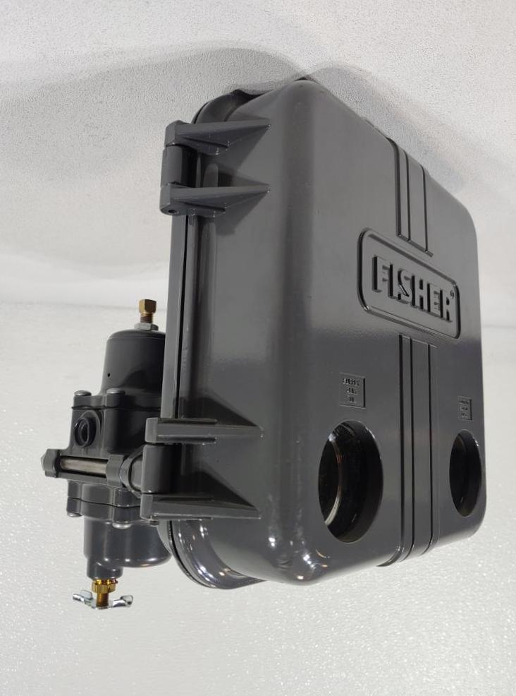 Fisher Controls Pneumatic Level Controller Pilot Type 2500T with 67CFR Regulator