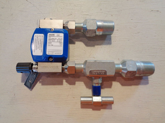 KROHNE VARIABLE AREA FLOWMETER /W DIFFERENTIAL PRESSURE REGULATOR DK32