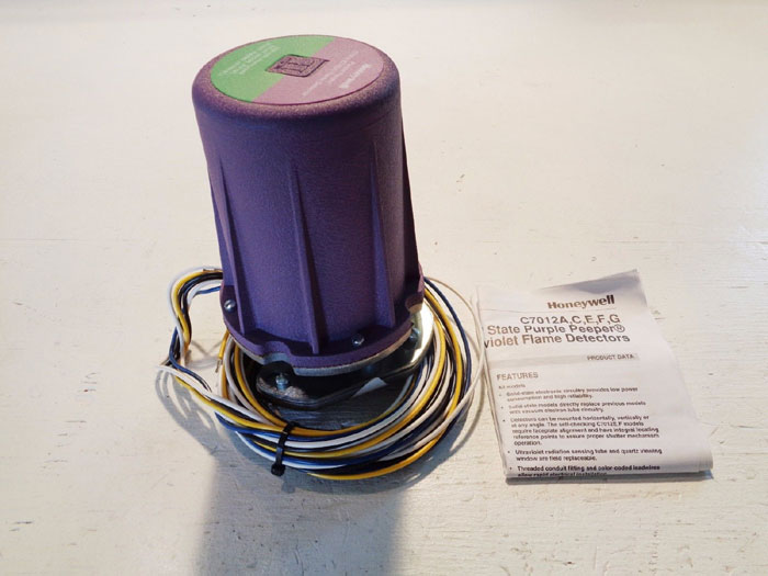 HONEYWELL SOLID STATE PURPLE PEEPER ULTRAVIOLET FLAME DETECTOR C7012E 112