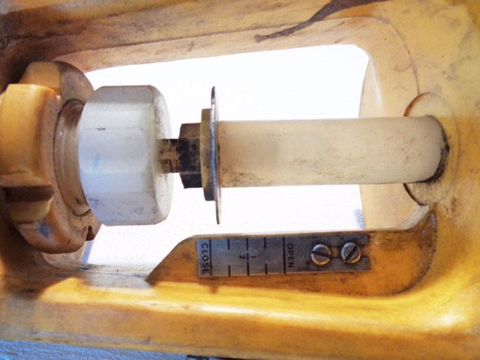 COLLINS INSTRUMENT PLASTIC CONTROL VALVE 8560