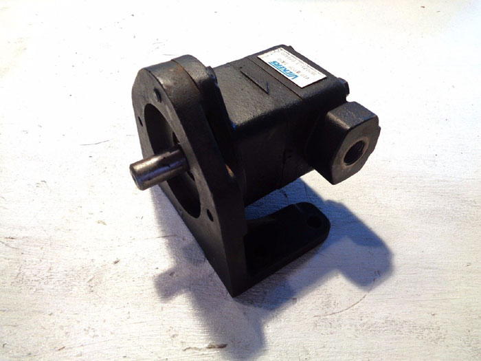 "VICKERS 1/2"" X 1"" FIXED DISPLACEMENT VANE PUMP V10 2P2P 1A20"