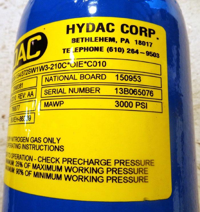 HYDAC CORP 1-QT 3,000 PSI ACCUMULATOR #2098381, MODEL#: SB330-1S4/372SW1W3-210C