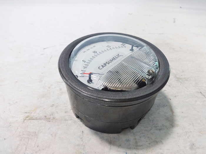 DWYER CAPSUHELIC DIFFERENTIAL PRESSURE GAGE / GAUGE #4220C