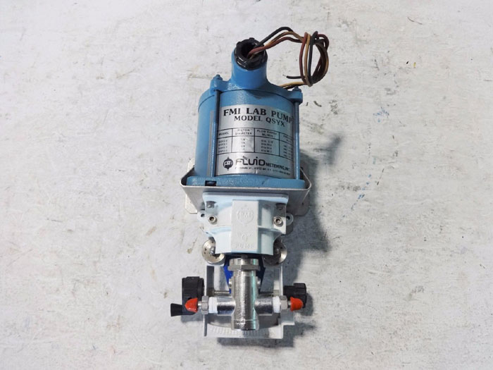 FMI LAB PUMP QSYX W/ SUPERIOR ELECTRIC SYNCHRONOUS STEPPING MOTOR X250-2005