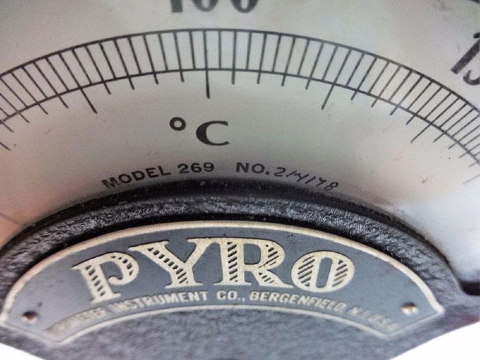 PYROMETER INSTRUMENT CO. SURFACE PYROMETER MODEL 269