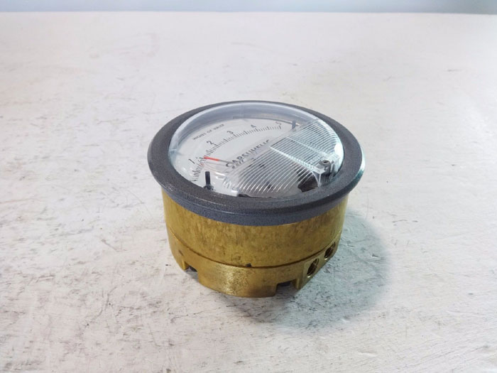 DWYER EXPLOSION PROOF CAPSUHELIC DIFFERENTIAL PRESSURE GAGE W/ BRASS CASE 4005B