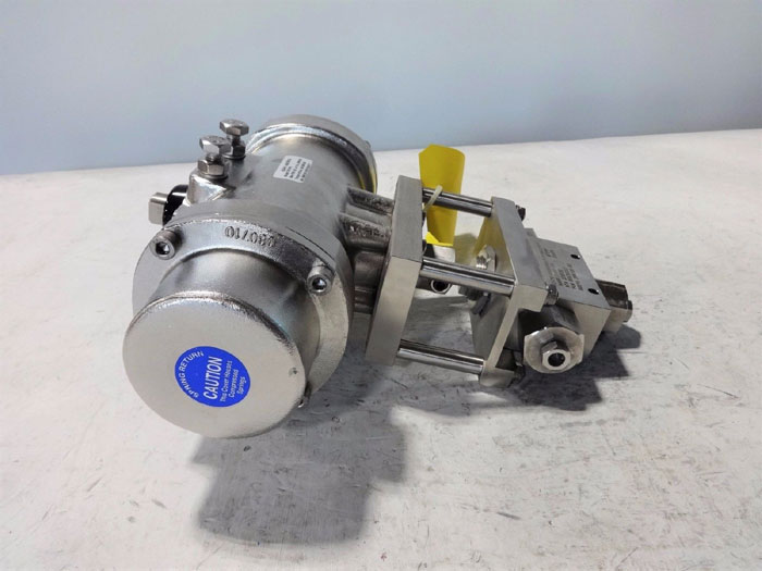 "BUTECH 3/8"" 3-WAY ACTUATED VALVE 3HDVK206BN171717BRA31SRSS W/ ASAHI DS79PS"