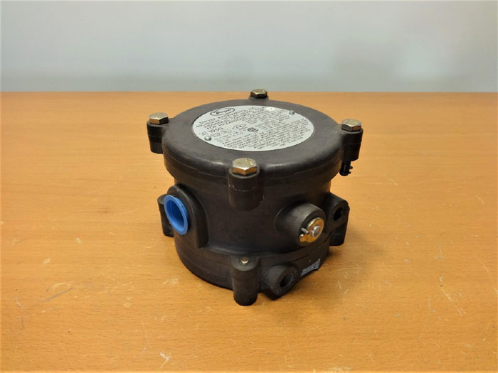 DWYER DIFFERENTIAL PRESSURE SWITCH 1950-00-2F