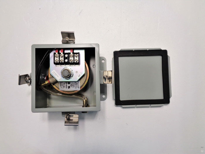 Dwyer Differential Pressure Switch 1824-40-WP