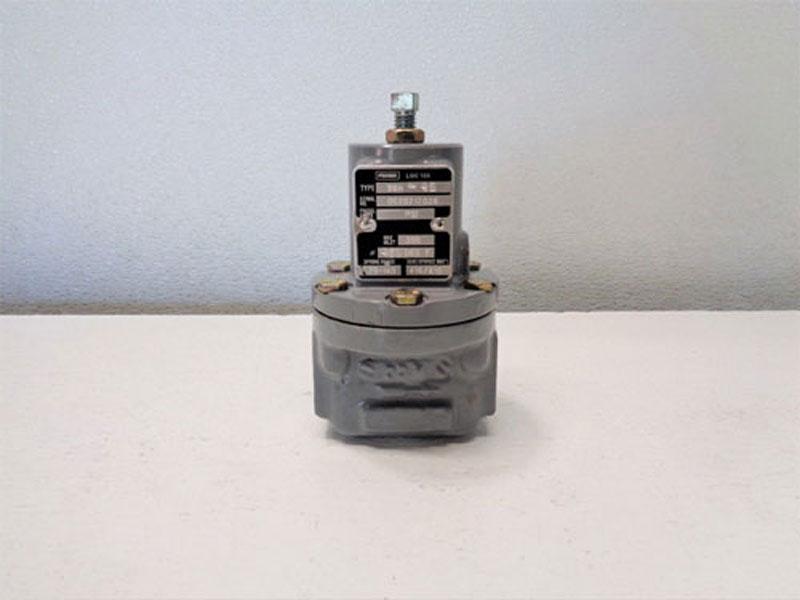 "Fisher 1/4"" NPT 300 PSI Pressure Regulator 98H-42"