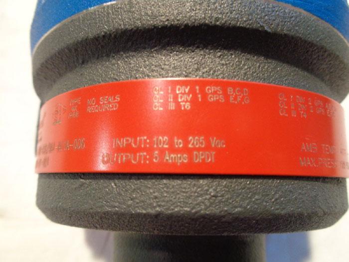 MAGNETROL ULTRASONIC LEVEL SWITCH - MODEL 961-7DA0-030 w/ DISPLACERS
