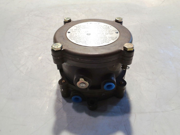 DWYER EXPLOSION PROOF DIFFERENTIAL PRESSURE SWITCH, CAT#: 195020-2F