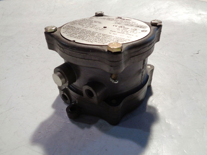 DWYER DIFFERENTIAL PRESSURE SWITCH 1950-1-2F