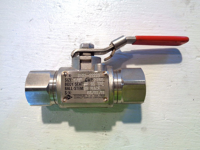 """LOT OF (6) KF THREADED & GROOVED END FLOATING BALL VALVE 1/2"""""""