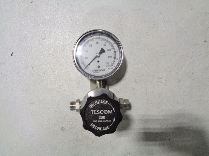 TESCOM PRESSURE REDUCING REGULATOR VALVE W/ ASHCROFT DURALIFE GAUGE