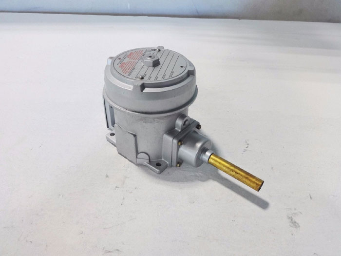 UNITED ELECTRIC TEMPERATURE SWITCH B121 121