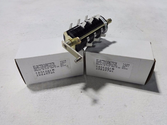 LOT OF (2) ELECTROSWITCH 102 SERIES AUXILIARY SNAP-ACTION SWITCH 102109LT