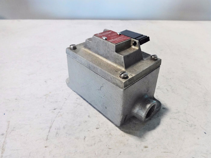 COOPER CROUSE-HINDS EXPLOSION PROOF SIDE OPERATED PUSH BUTTON STATION EDS2596