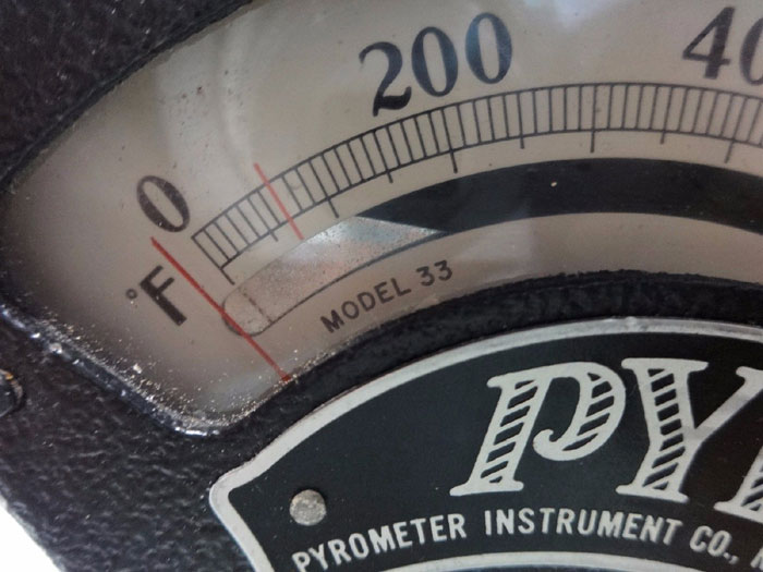 PYROMETER INSTRUMENT CO. SURFACE PYROMETER MODEL 33
