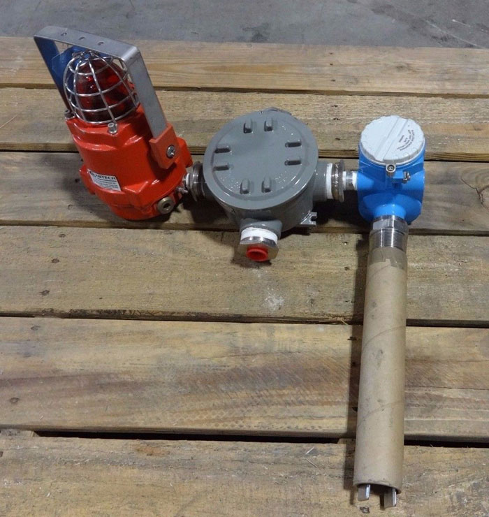 ENDRESS HAUSER SOLIPHANT M POINT LEVEL SWITCH FTM51-5GJ2Q4AH7AA W/ ATTACHMENTS