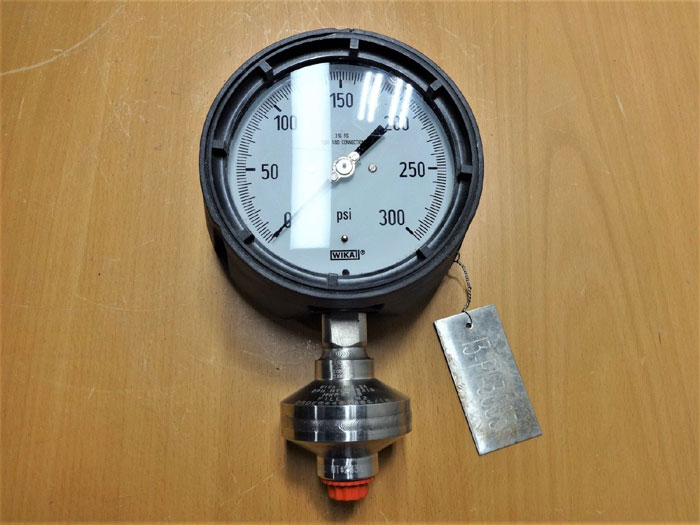 "WIKA 300 PSI GAUGE, 4-1/2"" FACE, LIQUID FILLED W/ 316SS DIAPHRAGM SEAL 990.34"