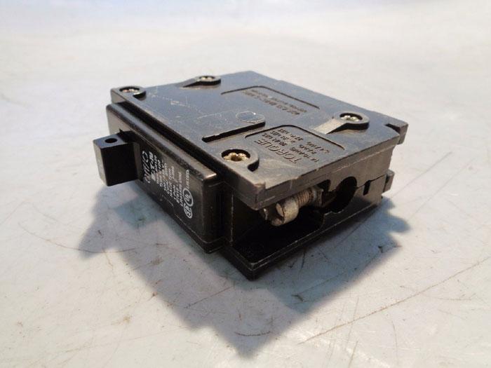 LOT OF (30) EATON 20 AMP SINGLE POLE PLUG-IN CIRCUIT BREAKER BR120