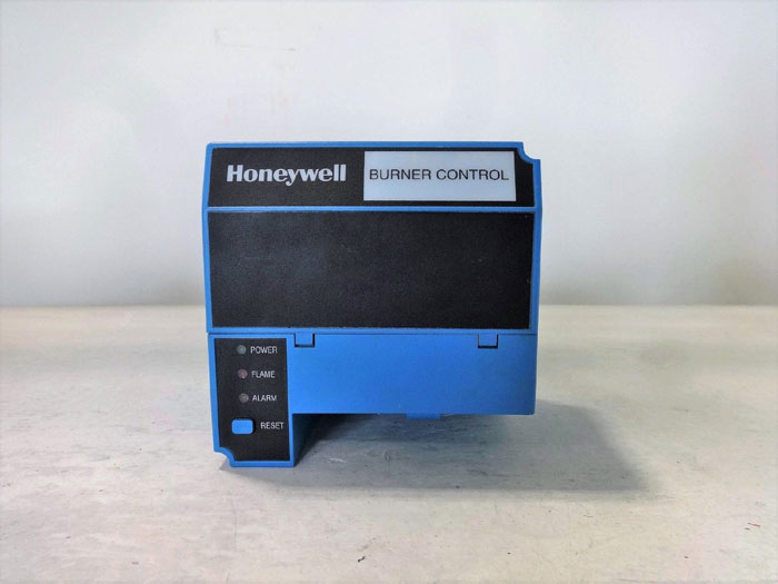 HONEYWELL BURNER CONTROL PRIMARY FLAME SWITCH RM7823 A 1016