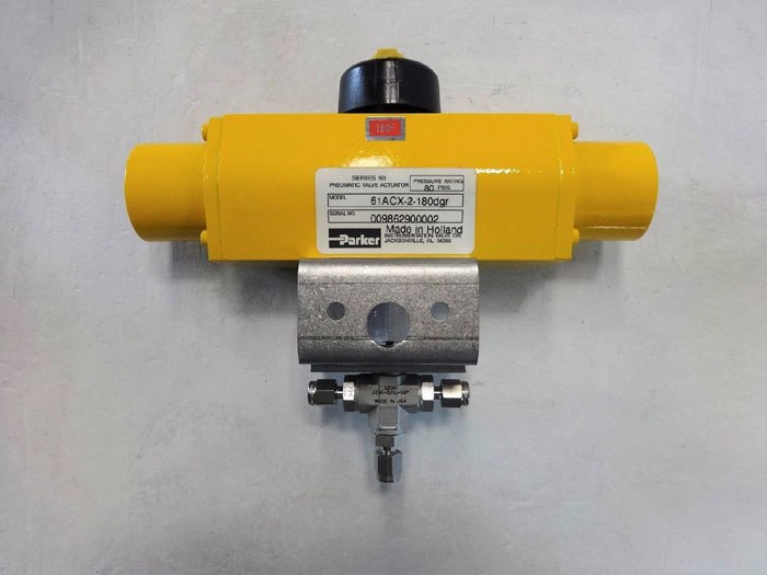 "Parker 3-Way 1/8"" Actuated SS Ball Valve B2XJ-61ACX-2, Actuator 61ACX-2-180dgr"