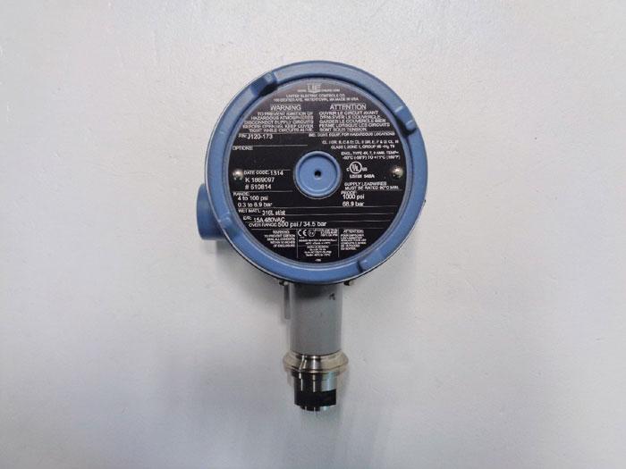 United Electric Controls Pressure Switch J120-173